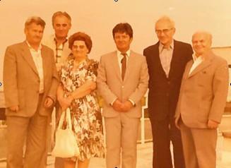 Петре Георгиевски (у средини), након одбране докторске дисертације 1981, заједно са комисијом (десно је Војин Милић).